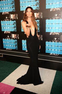 Lily Aldridge kills it in a black gown at the 2015 VMAs.