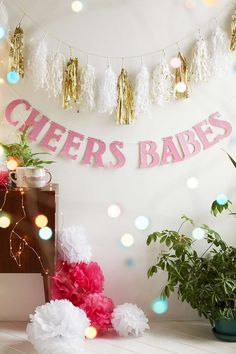 UO Cheers Babes Party Banner - Urban Outfitters