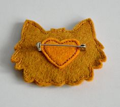 Felt Cat Brooch / Pin - Hand Stitched Ginger Cat Brooch Made From Wool Felt - in… Fabric Brooch, Felt Brooch, Brooch Pin, Textile Jewelry, Fabric Jewelry, Zipper Jewelry, Cadeau St Valentin, Sewing Crafts, Sewing Projects