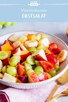 Our healthy fruit salad is the perfect snack for small appetites, for breakfast or as a light desser Taco Salad Ingredients, Easy Taco Salad Recipe, Fruit Salad Recipes, Healthy Tacos, Healthy Fruits, Healthy Foods To Eat, Dessert Im Glas Vegan, Layered Taco Salads, Hunger