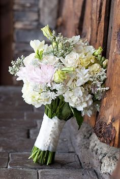Jaw-dropping bouquet with rustic wood background