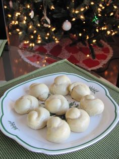 http://learnfromyesterday.com/2013/12/11/italian-bow-knot-cookieswith-sweet-lemon-sugar-icing/