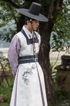 Korean Fashion Street Casual, Korean Fashion Men, Korean Men, Korean Wave, Korean Hanbok, Korean Dress, Korean Outfits, Korean Clothes, Korean Traditional