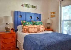 Jane Coslick Cottages : A Few Cottage Bedroom on the tour. Kids Bedroom Ideas For Girls Toddler, Toddler Rooms, Kids Room, Tropical Bedroom Decor, Tropical Bedrooms, Beach Bedrooms, Shared Bedrooms, Awesome Bedrooms, Surf Decor