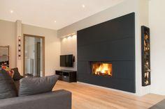 Projet F - Assesse (Belgique) Stûv 21/105. Agencement complet réalisé sur mesure. Tiled Fireplace Wall, Modern Fireplace, Fireplace Mantle, Living Room With Fireplace, Fireplace Design, Home Living Room, Home Room Design, Living Room Designs, Living Room Inspiration