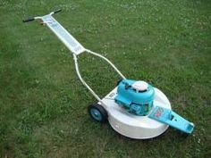 1959 REO Pivotrim Vintage 3-Wheeled Lawn Mower - R Rotary Lawn Mower, Lawn Mower Tractor, Vintage Tractors, Old Tractors, Grass Cutter, Lawn Equipment, Garden Equipment, Pedal Cars, Small Engine