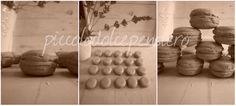 HANDMADE ITALY Macarons in ceramica Handmade.  Nuova sfida.... Finti Macarons in versione ceramica. Possono divenire delle originali bomboniere - decorazioni per le nostre alzate - centrotavola - segnaposto. Personalizzabili con nome . Anche magnetici. 1 fase:modellazione e asciugatura.