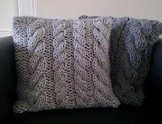 eine kostenlose strickanleitung schritt f r schritt erkl rt zum hochwertigen kissen stricken. Black Bedroom Furniture Sets. Home Design Ideas