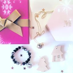 Pierwsze Święta Messh obfitowały w prezenty od Gwiazdki! A czy pod Waszą choinka również znalazła się zapachowa biżuteria od Messh? Pochwalcie się! #messh #messhpl #christmas #christmas2015 #gift #perfumed #jewellery #silver #gold #winter #polishbrand #handmade #biżuteria #pachnąca #prezenty #naszyjnik #bransoletka #srebro #perfumy #zapach