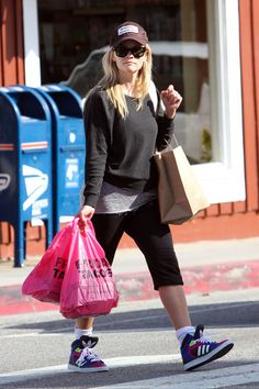 Reese Witherspoon Photo - Reese Witherspoon Gets Tacos in LA