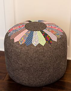 Make a pouf like this....free tutorial