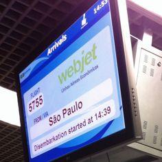 Desembarque  no aeroporto Santos Dumont, RJ. Repare no texto. Eu não vôo pela Webjet... - Foto - SRG