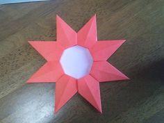 【nanapi】 頑張った人に大きなメダルを贈りましょう!今回は、大きなメダルを折り紙で作る方法を紹介します。参考書籍:四季のおりがみ百科用意するもの小さい折り紙(普通の折り紙を四等分)8枚普通の折り紙1枚のりはさみ折り方小さな折り紙8枚を同じ方法で折ります。STE...