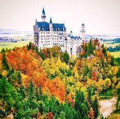 El Castillo de Neuschwanstein en Alemania es un destino de cuento que merece la pena conocer en otoño.