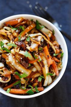 Spring Roll Bowl - like spring rolls to spoon - cooking carousel - OMG Spring Roll Bowl! This low carb recipe is simple, packed with Asian flavors and SO good. Egg Recipes, Lunch Recipes, Low Carb Recipes, Soup Recipes, Salmon Recipes, Potato Recipes, Cake Recipes, Spring Roll Bowls, Spring Rolls