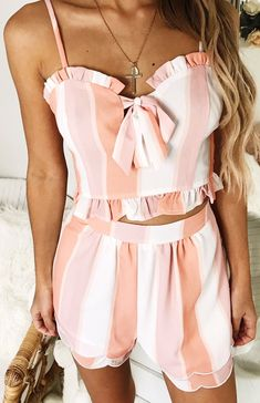 a2747dbe6950 How cute is this two piece set ! Boho Outfits
