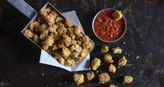Eggplant bites by the Greek chef Akis Petretzikis. A quick and easy recipe for breaded eggplant pieces that look like popcorn! A delish idea for finger food! Greek Recipes, Raw Food Recipes, Processed Sugar, Good Fats, Quick Easy Meals, Finger Foods, Delish, Food And Drink, Kitchens