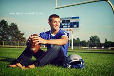 For Guy Idea Picture Senior Football Helmet - Bing Images Football Poses, Football Senior Pictures, Senior Pictures Sports, Football Pictures, Sports Pics, Football Field, Sport Football, Senior Boy Poses, Senior Guys