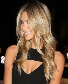 Jennifer Hawkins: Beachy babe - loose beach waves - blonde highlighted hair.