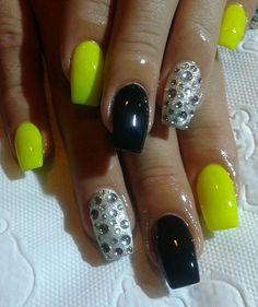 yellow neon nails