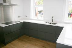 'Ansa' style handlelss painted kitchen. Kitchen Paint, Kitchen Cabinets, Handleless Kitchen, New Homes, The Unit, Dark, Kitchens, House Ideas, Flat