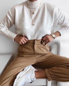 Minimalistic fashion minimalistic style minimalistic outfit inspo fashion for woman minimaliststyle 33 minimalist outfit ideas perfect for every summer adventure Fashion Mode, Look Fashion, Autumn Fashion, Womens Fashion, Lifestyle Fashion, Christmas Fashion, Trendy Fashion, 20s Fashion, Fashion Stores