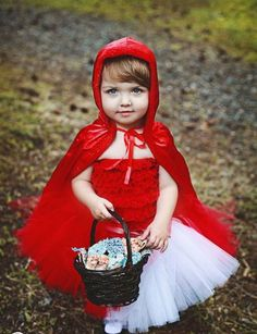 Little Red Riding Hood Tutu Costume Set. Inspiration for A's halloween costume Costume Halloween, Handmade Halloween Costumes, Cute Halloween, Halloween Clothes, Halloween Halloween, Vintage Halloween, Halloween Makeup, Petti Romper, Red Riding Hood Costume