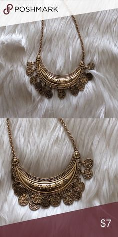 Gold coin necklace Gold necklace with hanging coins Forever 21 Jewelry Necklaces