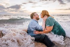 Engagement Session Photographers at Hapuna Beach — Wilde Sparrow Photography Co Photo Poses For Couples, Couple Picture Poses, Beach Engagement Photos, Engagement Photo Outfits, Couple Photography Poses, Engagement Photography, Honeymoon Pictures, Hawaii Honeymoon, Couple Beach