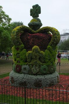 Isn't this cute!  It was in front of Buckingham Palace.