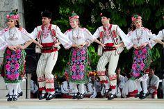 Folklore dancers from Pleven, Bulgaria © Peter Kostov