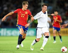 Spain's Marcos Llorente (L) and Italy's Federico Bernardeschi vie for the ball during the UEFA U-21 European Championship football semi final match Spain v Italy in Krakow, Poland on June 27, 2017.  / AFP PHOTO / JANEK SKARZYNSKI