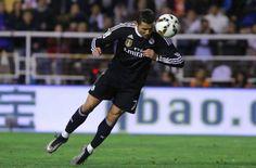 Cristiano Ronaldo scrive la storia: 300 gol con la maglia del Real Madrid - http://www.maidirecalcio.com/2015/04/09/cristiano-ronaldo-scrive-la-storia-300-gol-con-la-maglia-del-real-madrid.html