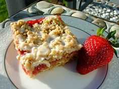 Le Petit Pierogi: Strawberry Rhubarb Crumb Bars