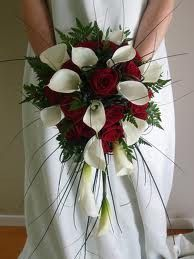 LOVE calla lilles!!! Look so pretty with the red roses too, and I'm not a rose fan.