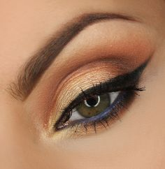 A little bit nude and a little but smoky, this look by Justyna Kolodziek is a beauty! She used Makeup Geek signature eyeshadows in Bada Bing, Beaches and Cream, Bitten, Bling, Corrupt, Creme Brulee, Peach Smoothie, and Vanilla Bean.