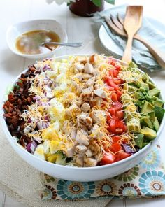 Classic cobb salad with red wine lemon vinaigrette (and 19 other dinner salad recipes). I Love Food, Good Food, Yummy Food, Food For Thought, Salat Wraps, Do It Yourself Food, Food Porn, Clean Eating, Healthy Eating