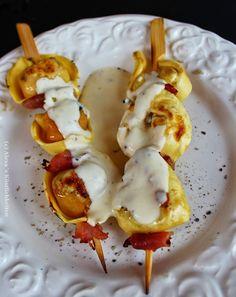 Gegrillte Tortellini-Spieße mit Parmesansauce