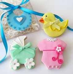 Baby Shower cookies - gift box by L sweets, via Flickr