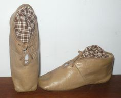 Carmel Kid Straight Shoes for Large Early Papier-mache Antique Clothing, Historical Clothing, Victorian Fashion, Vintage Fashion, Regency Gown, Old Shoes, Childrens Shoes, Vintage Accessories, 19th Century
