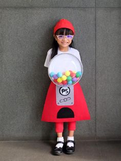 Zoë is that girl who comes up with wild costume ideas. Last Halloween, she wanted to be a cupcake. Gumball Machine Halloween Costume, Gumball Costume, Halloween Costumes For Girls, Diy Costumes, Halloween Diy, Costume Ideas, Diy Gumball Machine, Balloon Shop, Costume Tutorial