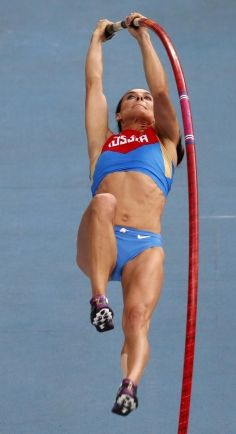 Russia's Yelena Isinbayeva in action during the pole vault final at the IAAF World Athletics Championships in Moscow. Photo: Reuters