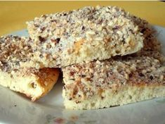 Mouku smícháme s droždím, přidáme vlažné mléko, rum, cukr, rozehřátou Heru… Czech Recipes, Russian Recipes, Baking Recipes, Cake Recipes, Dessert Recipes, Sweet Desserts, Sweet Recipes, Good Food, Yummy Food