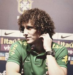 David Luiz...why do I find your hair so beautiful? Really want to touch it lol