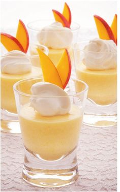 Mango and Orange Mousse Peach Mousse, Orange Mousse, Dessert Cups, Dessert Recipes, Mango Mouse, Easter Drink, Dessert Glasses, Colorful Desserts, Refreshing Desserts
