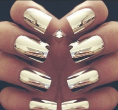 Metallic mani. Yes, yes and yes again.