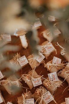Le Gui, Place Cards, Place Card Holders, Souvenir Ideas, Good Ideas, Weddings