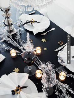 Deco table new year 8 party table decorations views s Noel Christmas, Christmas And New Year, White Christmas, Family Holiday, Xmas, Danish Christmas, Modern Christmas, Scandinavian Christmas, Beautiful Christmas