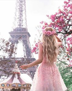 The morning girl in Paris.- Người con gái buổi sáng ở Pari . The morning girl in Paris. Paris Pictures, Girly Pictures, Paris Photos, Beautiful Paris, I Love Paris, Paris Photography, Girl Photography, Paris In Spring, Paris Wallpaper