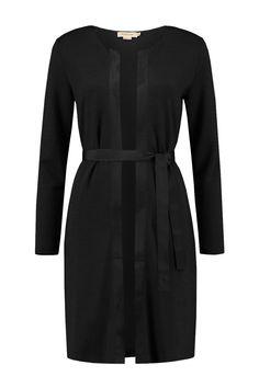 Dit vest van Elise Gug is van 70% wol en 30% polyamide. Het vest heeft lange…